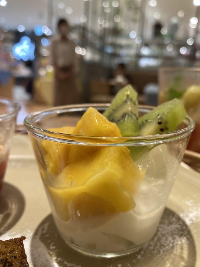 マンゴー&キウイのミルクブランマンジェ