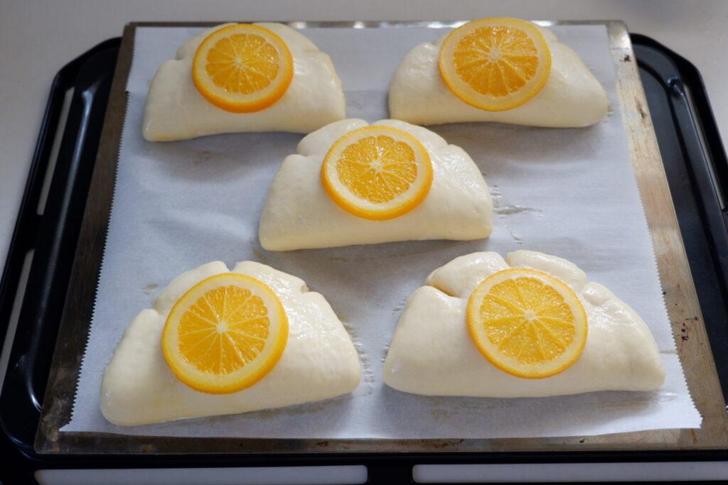オレンジのクリームパン
