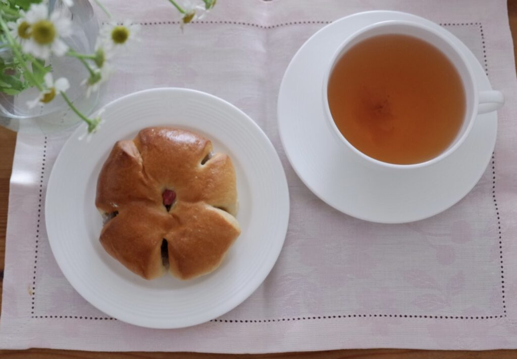 桜餅パン&桜ティー